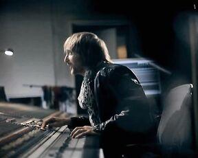 David Guetta feat. Chris Willis, Fergie & LMFAO - Getting Over You